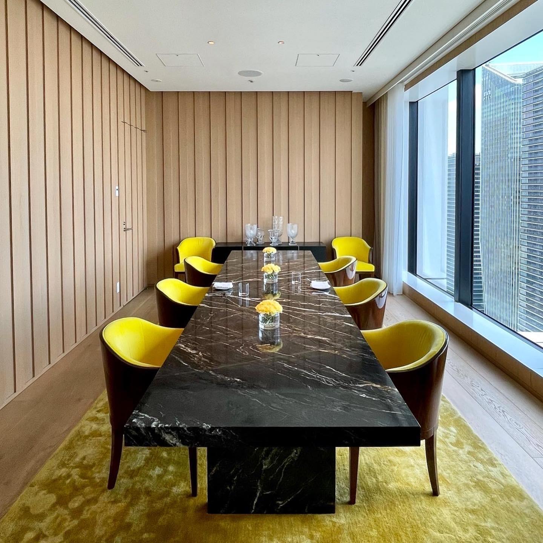 東京エディション虎ノ門のレストラン「ブルーダイニング」の個室