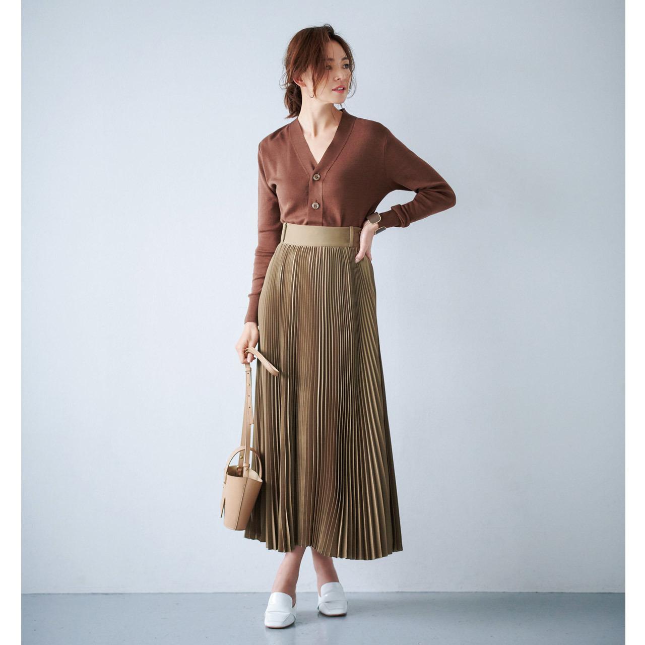 ブラウンカーディガン×プリーツスカート