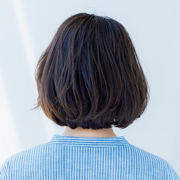 """こめかみの""""短い毛束""""で、ふんわり前髪にチェンジ【いいことづくめの涼感ボブ①雰囲気出しボブ】_1_1-3"""