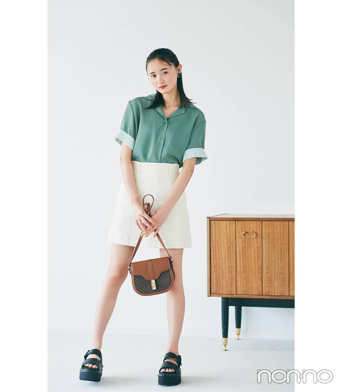遠藤さくらの開襟シャツ×台形ミニスカートコーデ3