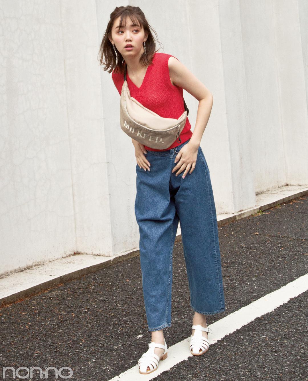 【夏のデニムコーデ】江野沢愛美は、ビッグロゴウエストポーチ×デニムでこなれカジュアルコーデ。