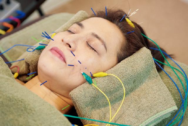 鍼にパルス電磁波を流し、効果をアップ