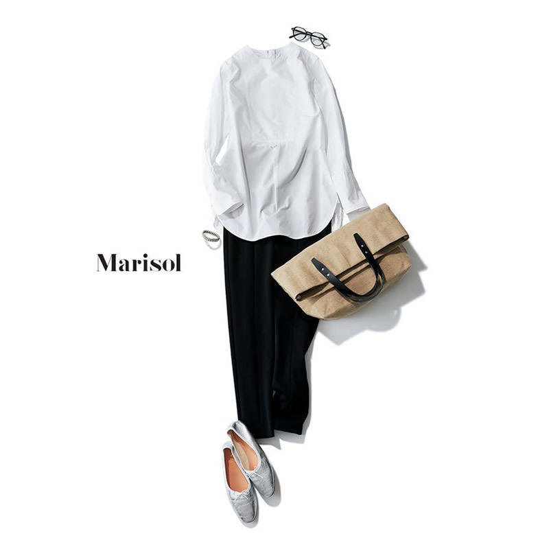 白のノーカラーシャツ×黒のクロップドパンツでモノトーンコーデ
