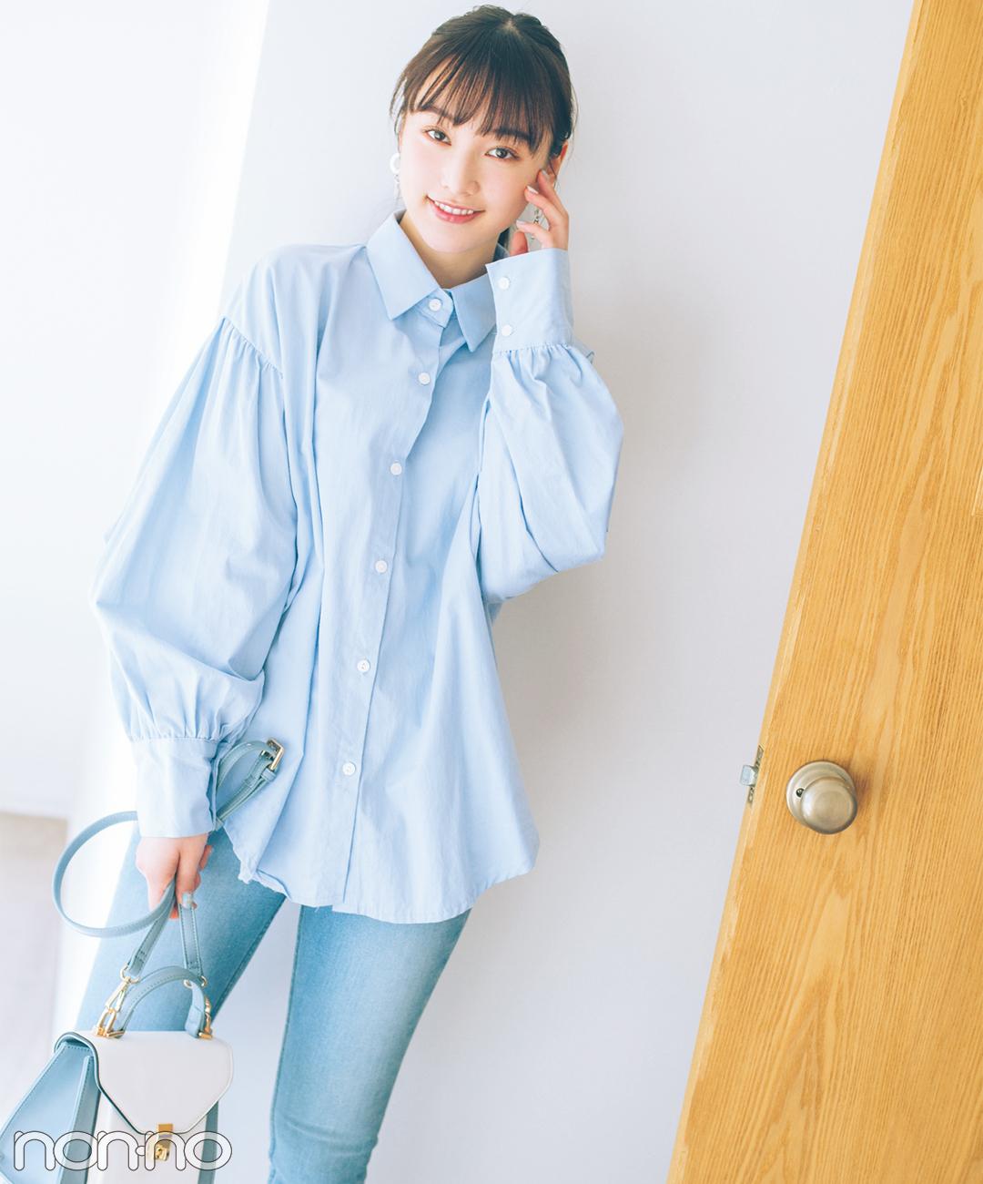 【デニムパンツきれいめコーデ】サックスブルーの大きめシャツは淡色デニムでワントーンに♪