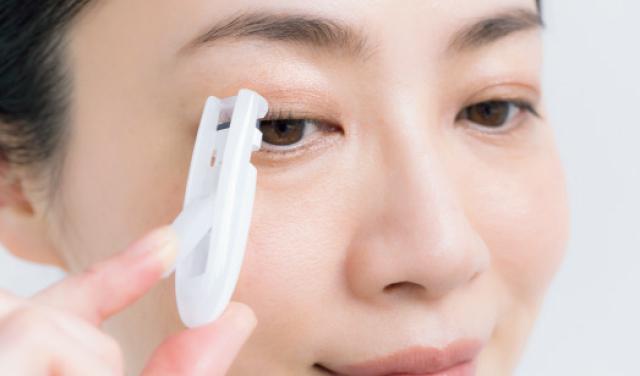 目頭や目じりのまつ毛など細かな部分に使いやすいアイテムを利用
