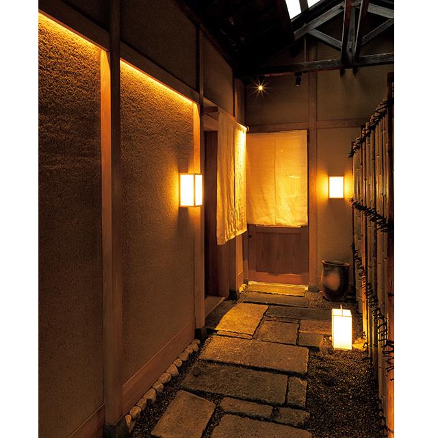 京都の二条にある和食レストラン「二条 やま岸」の入り口