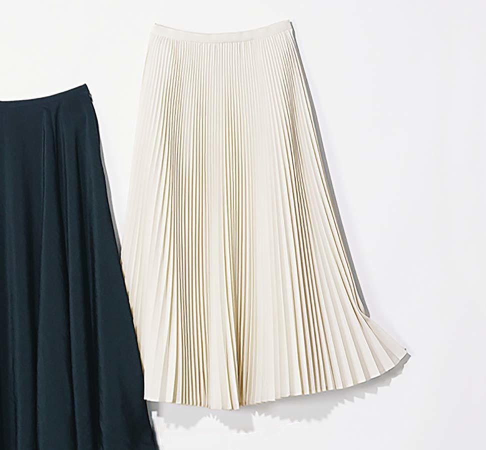 オフホワイトのプリーツスカート
