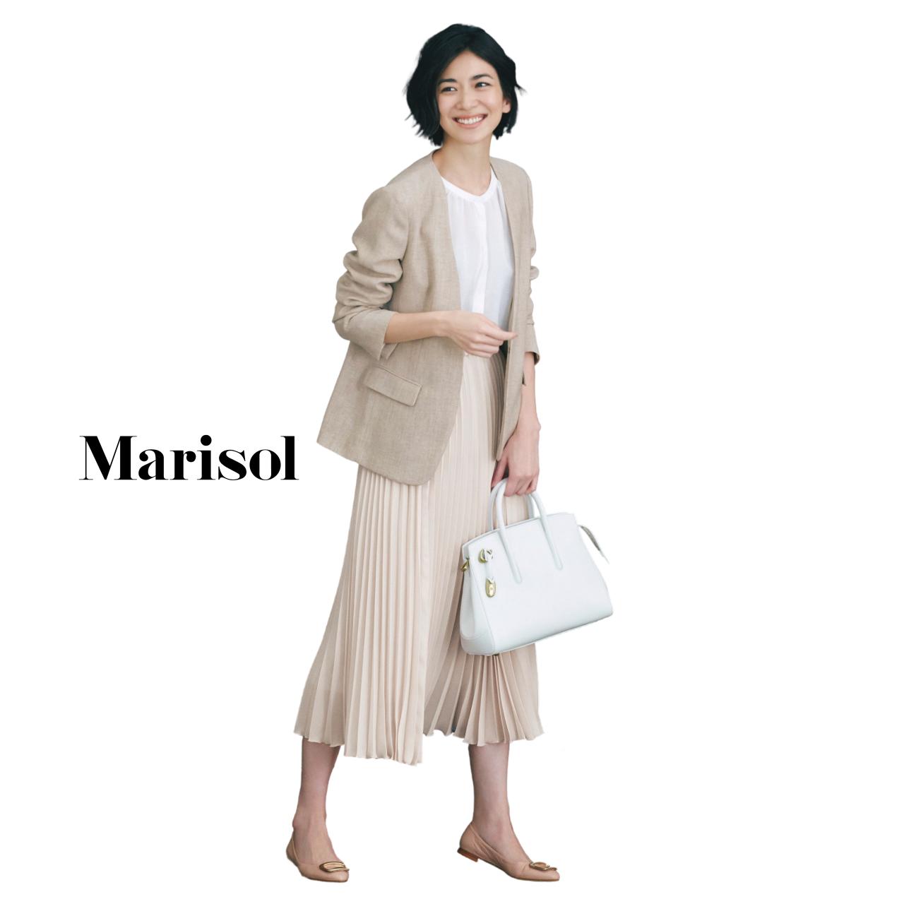 40代ファッション ベージュジャケット×ベージュプリーツスカート コーデ