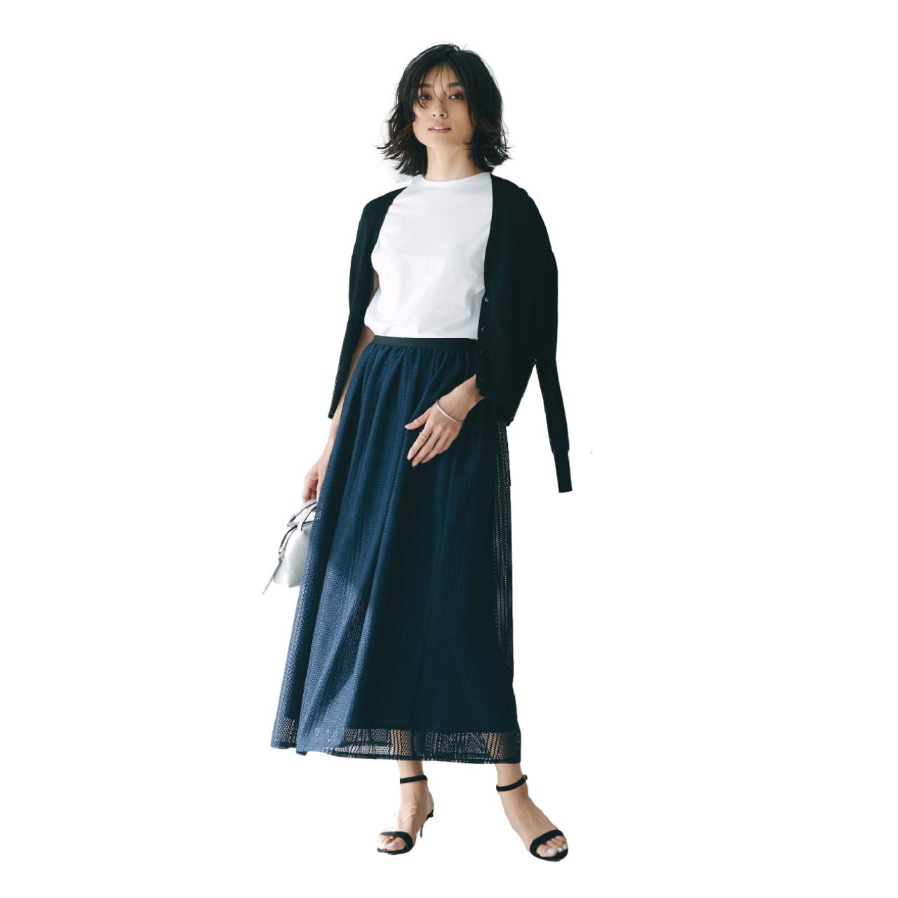 白T×ネイビースカート