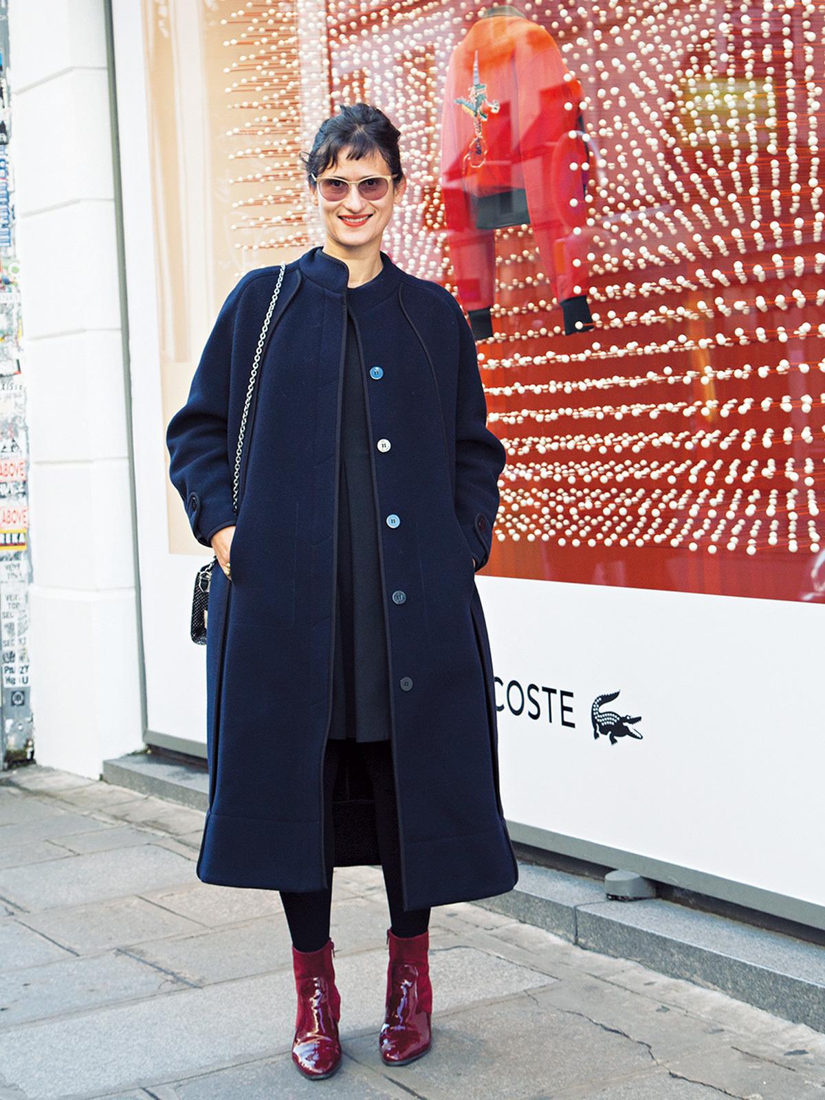 「赤のさし色」で着こなしブラッシュアップ【ファッションSNAP ミラノ・パリ・NY編】_1_2-1