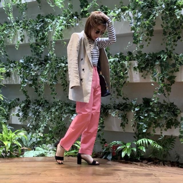 【カラーパンツ】ピンクのカラーパンツを今年風に。GUサンダルと合わせる。_1_4