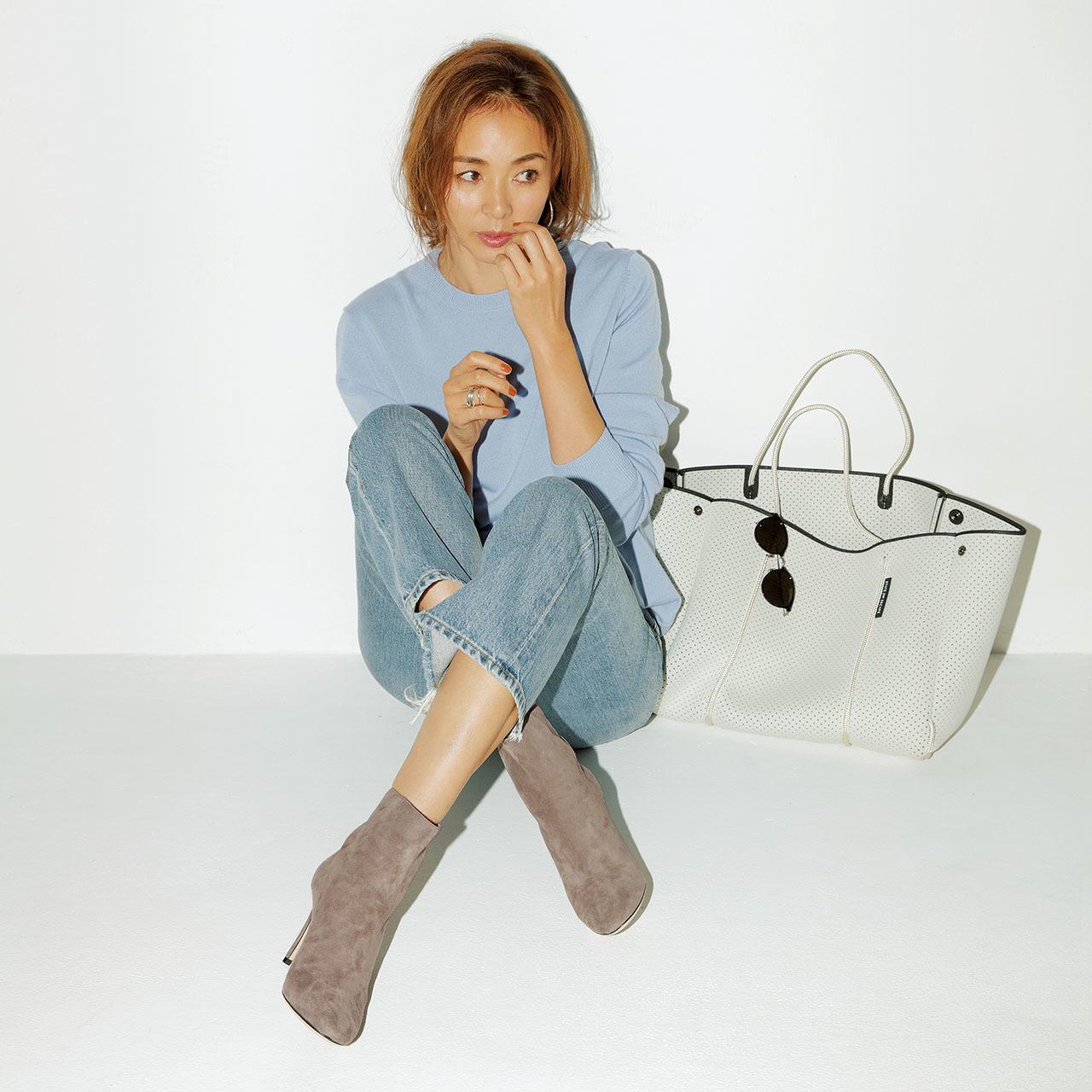 ショートブーツ×デニムパンツのファッションコーデ