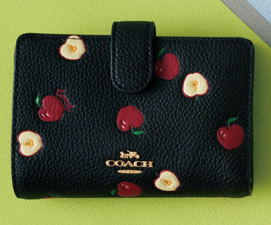コーチのミニ財布、今買うなら限定アップル柄♡ 【20歳からの名品】_1_2-2