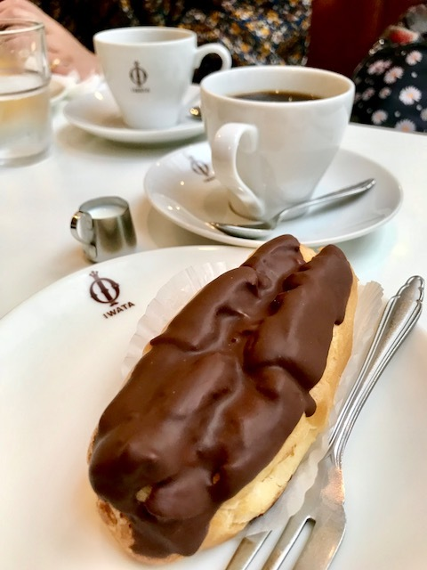 イワタコーヒー店のエクレア