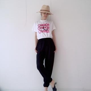 ジョガーパンツ+Tシャツのコーデ