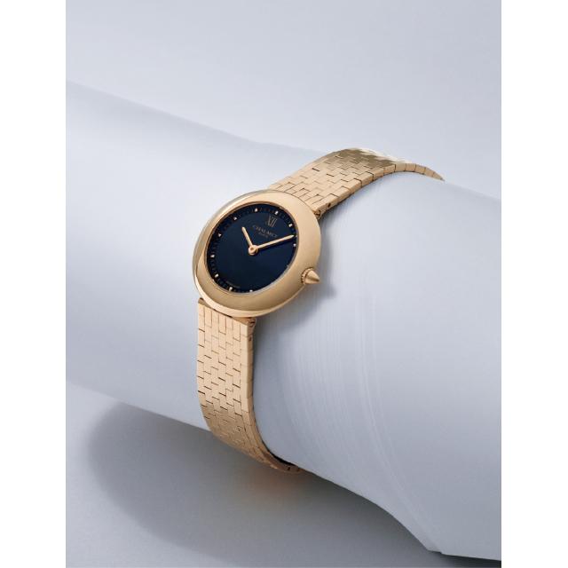 柔らかな曲面を描くゴールドケースがエレガントなショーメのボレロ