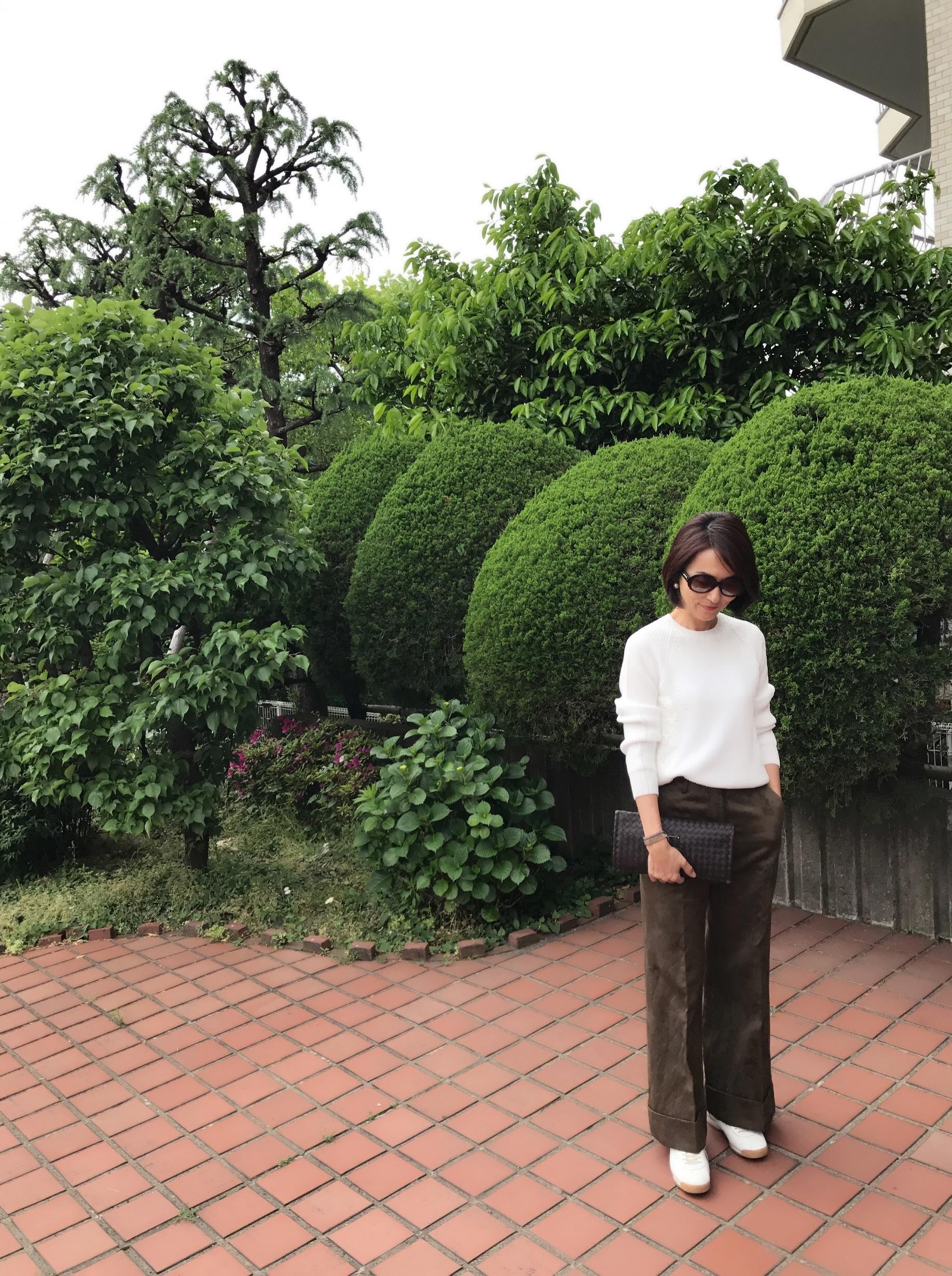 ホワイトスニーカーを履いてランチへ☆_1_4