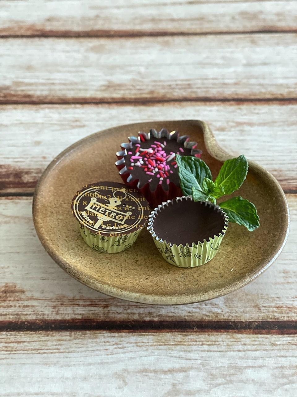 長女の手作りチョコと座主窯の豆皿
