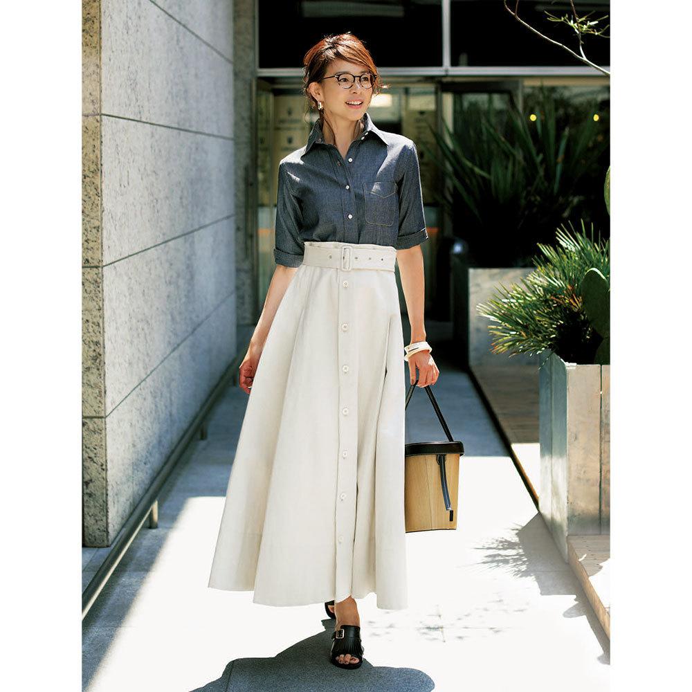 白スカート×サンダルコーデ