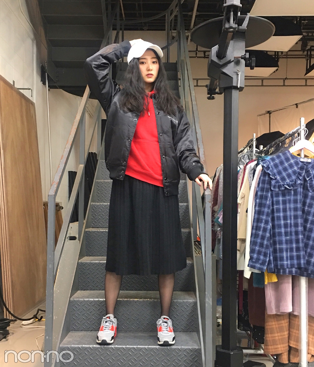 高田里穂のクールカジュアル♡ 赤のパーカはGUのメンズライン!【モデルの私服】_1_1