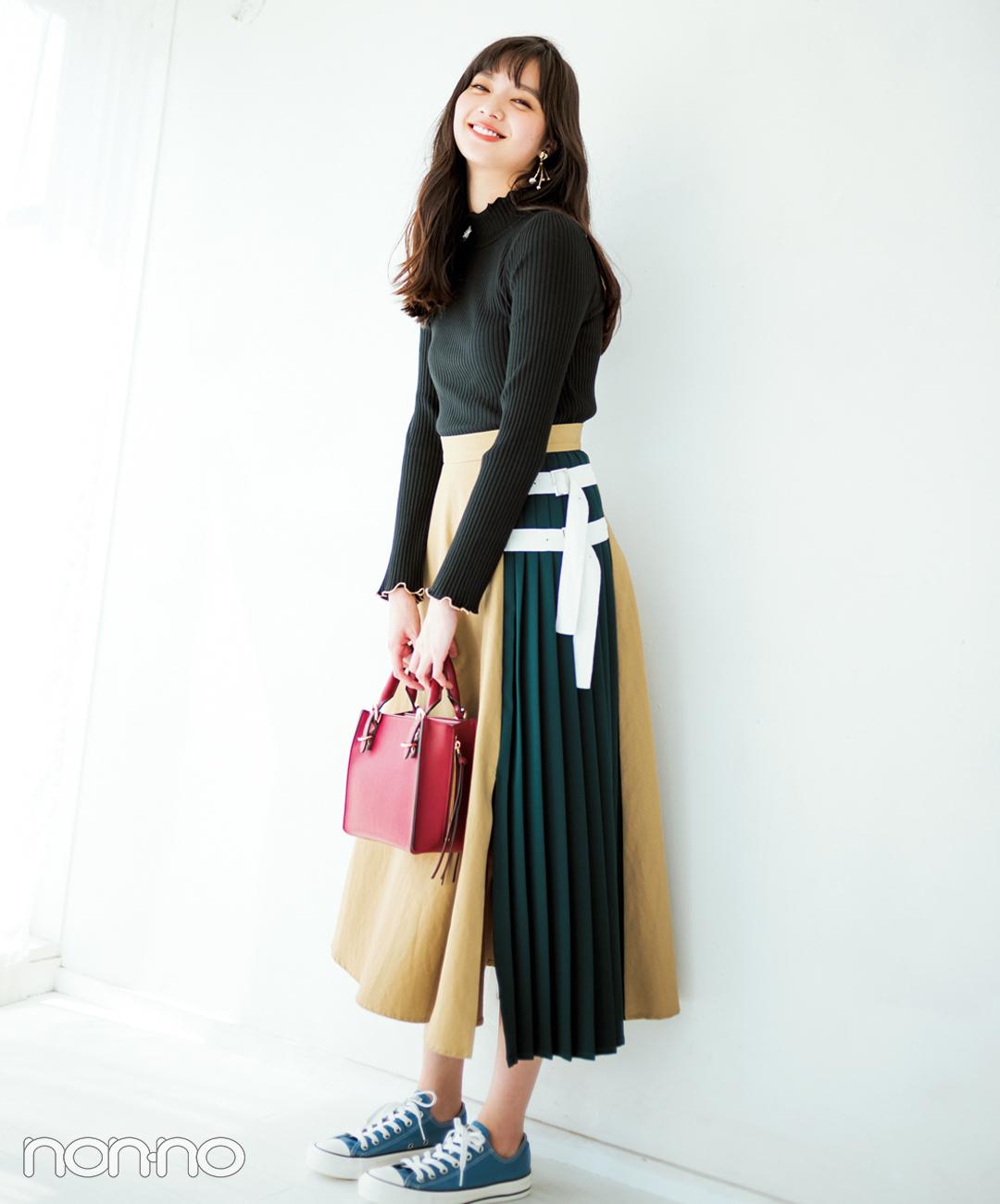【2018秋冬スカートコーデ】ロングスカート×黒ニット×スニーカー