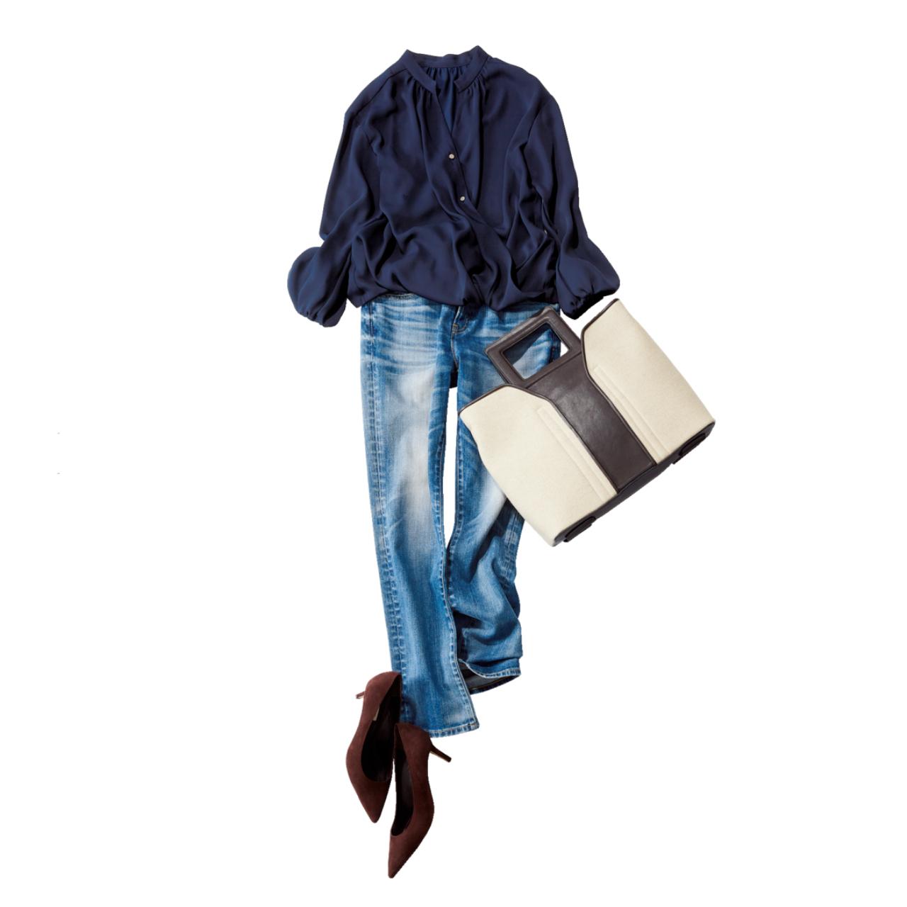 ネイビーのフェミニンブラウス×デニムパンツのファッションコーデ