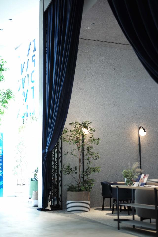 光あふれる開放的な空間でくつろぐカフェ_1_3