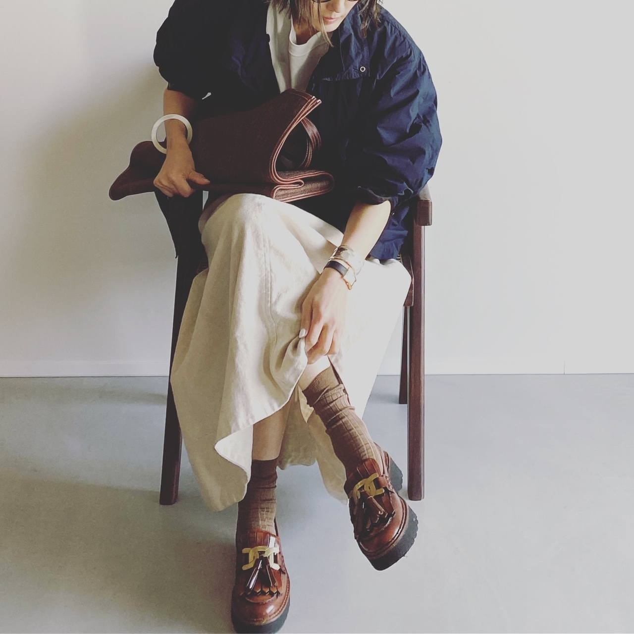 ソックス/Pantherella 靴/TOD'S ブルゾン/ATON Tシャツ/UNIQLO スカート/Chaos バッグ/A VACATION