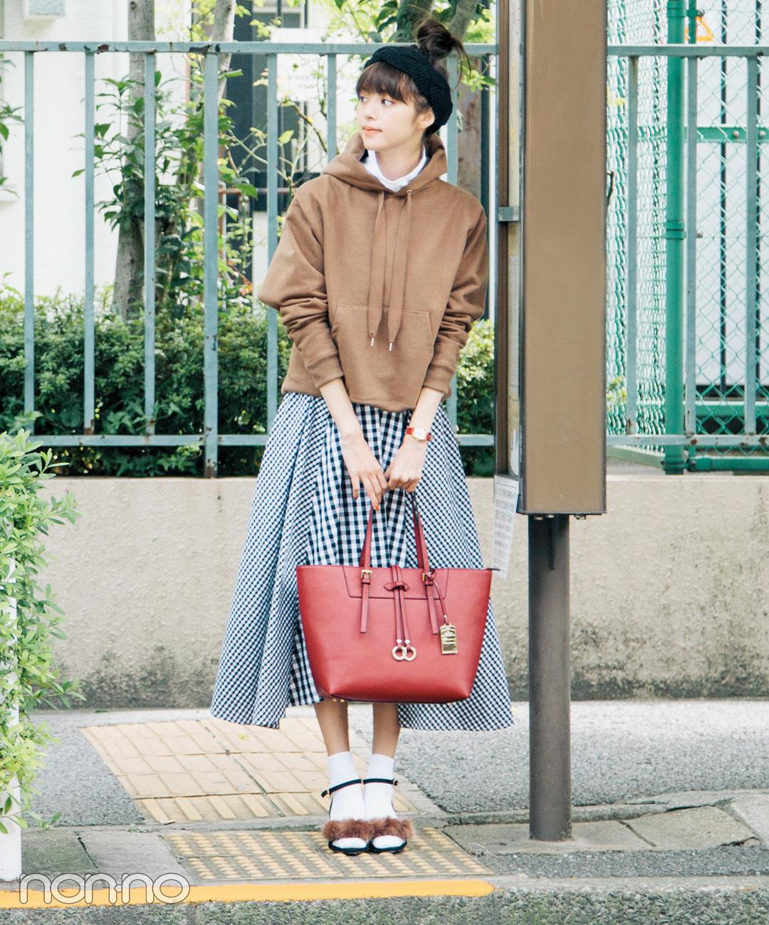 パーカとフレアスカートで好感度高めな秋の通学コーデ【毎日コーデ】