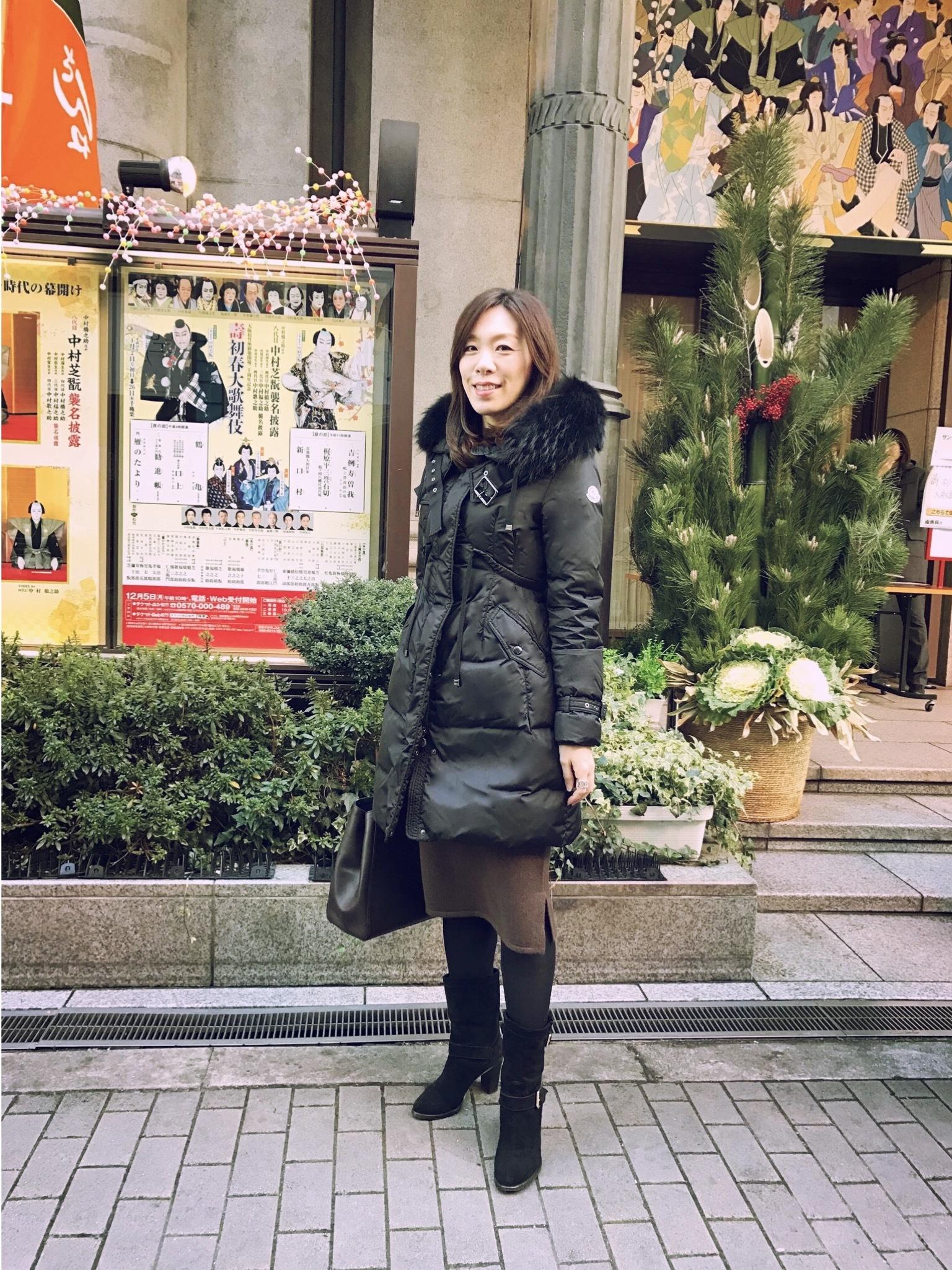 寒い日の歌舞伎観劇は、あったかダウンとニットワンピースで。_1_1