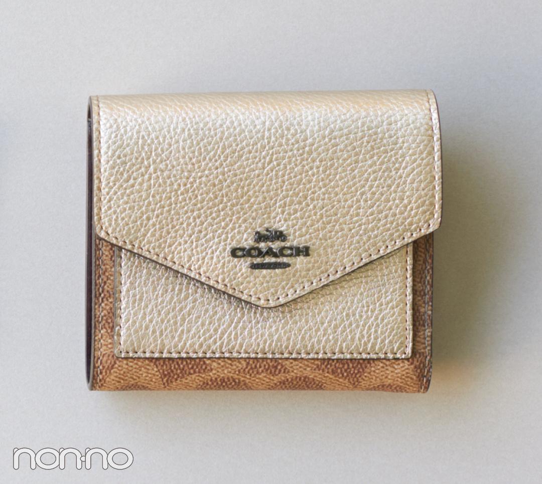 春の始まりにピッタリ! かしこ可愛いコーチのミニ財布【20歳からの名品】_1_3-1