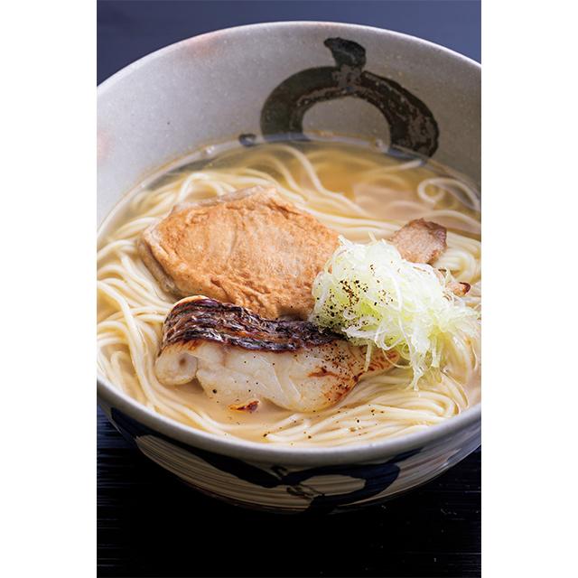 明石の鯛で仕立てた鯛 ラーメン(1人分)¥2,700。