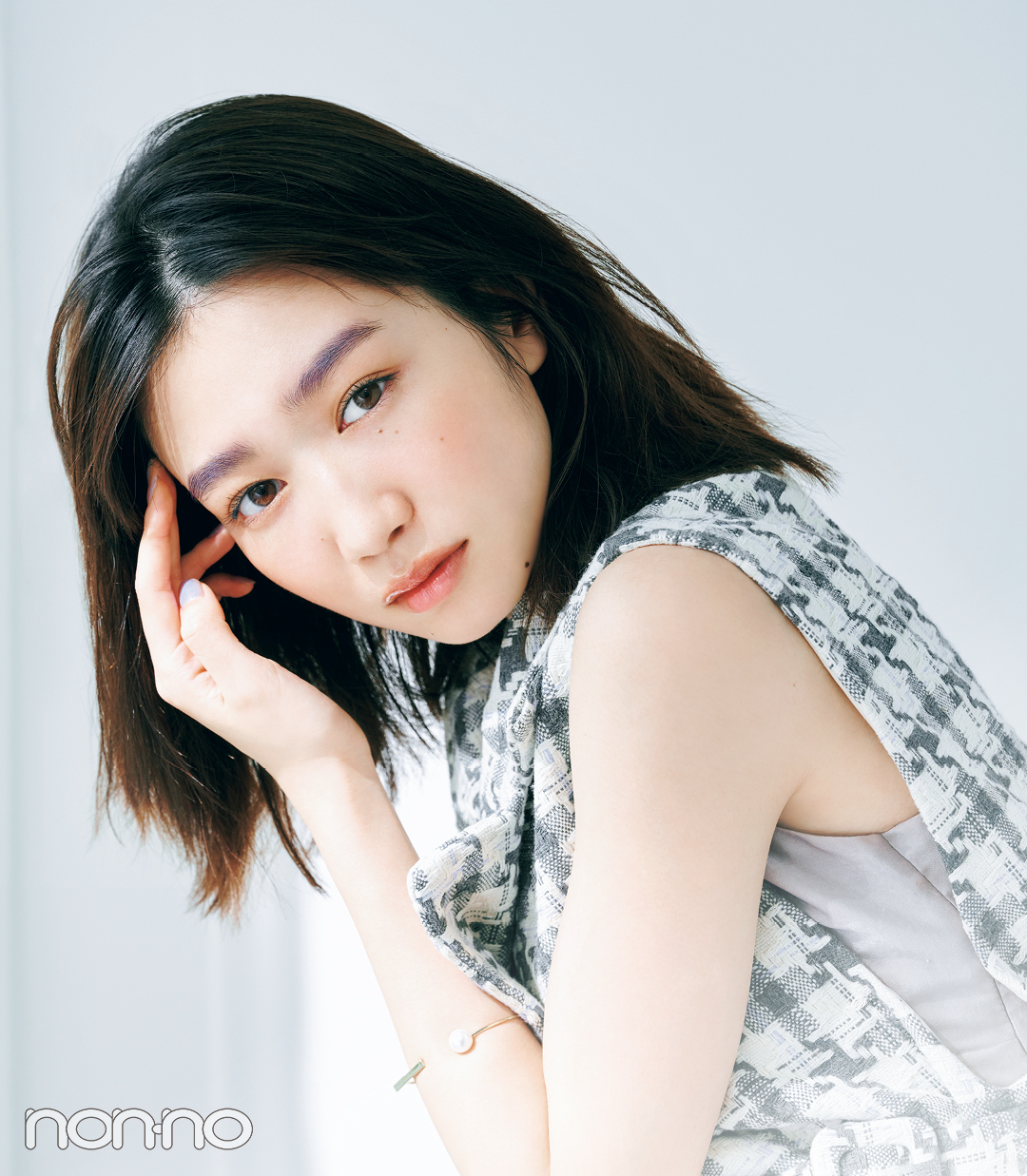 岡本夏美のニュアンス盛れる眉のつくりかたモデルカット4-1