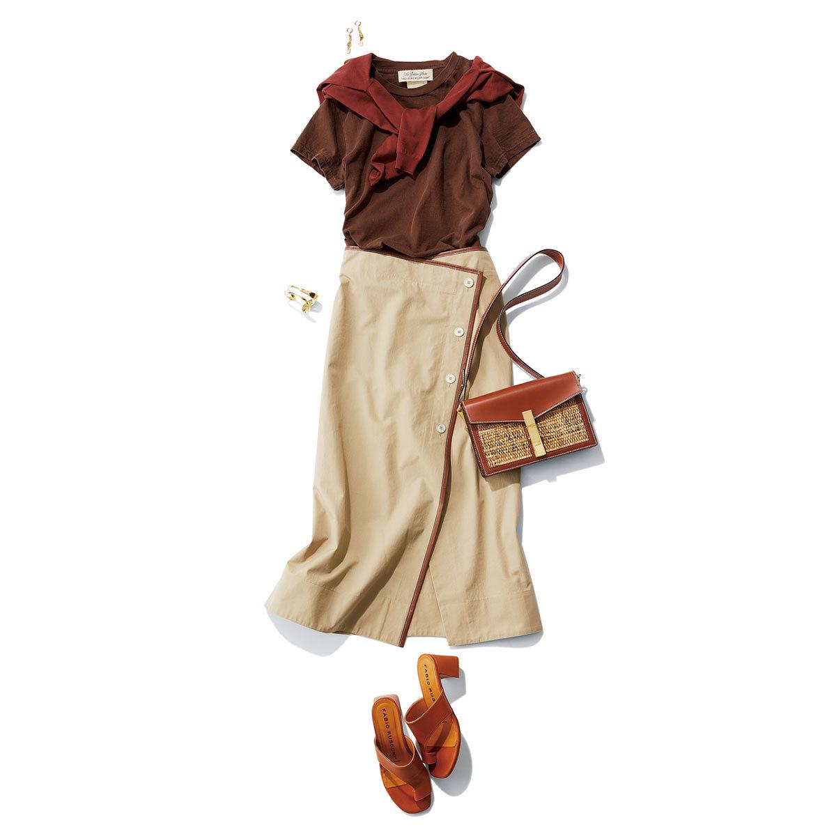 ■ブラウンTシャツ×肩がけカーディガン×ラップスカートコーデ