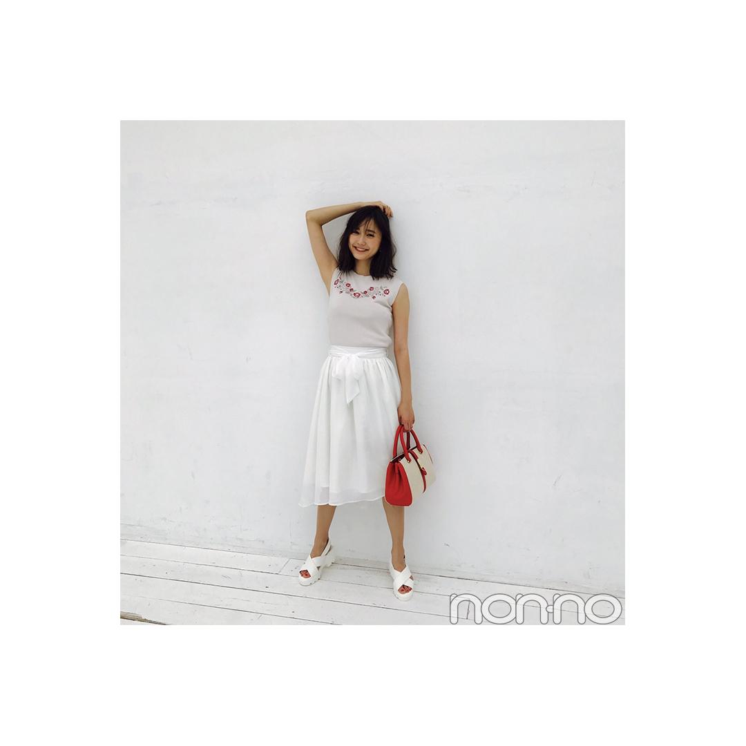 鈴木友菜はスポサンで白スカートをカジュアルに【毎日コーデ】_1_1
