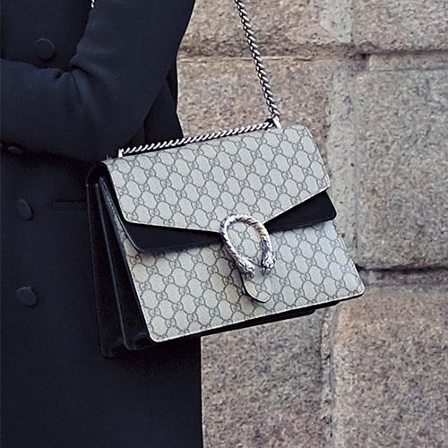 目をひくブランドバッグをファッションのポイントに【ファッションSNAP ミラノ・パリ・NY編】_1_3