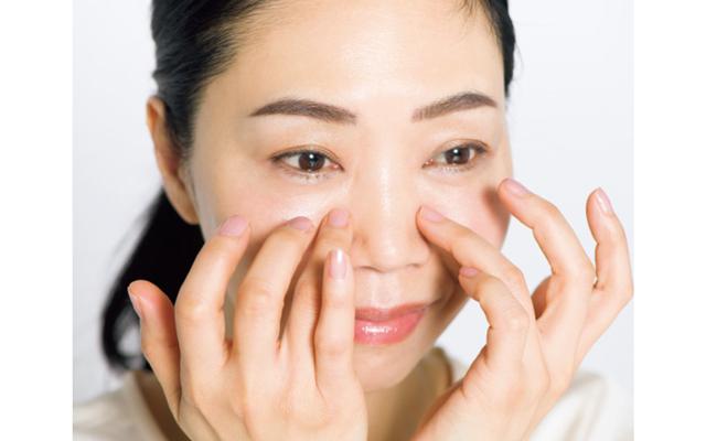 顔の中心をゆるませ微小循環の滞りを解除