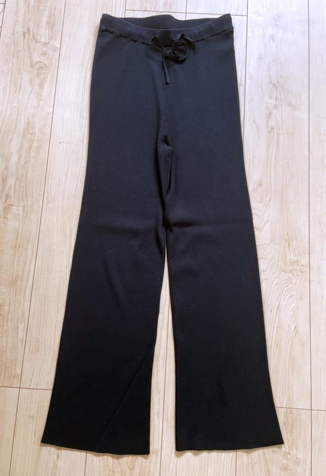 定番の黒パンツを極める!今っぽく、おしゃれで、美脚見えする黒パンツコーデまとめ|40代ファッション_1_30