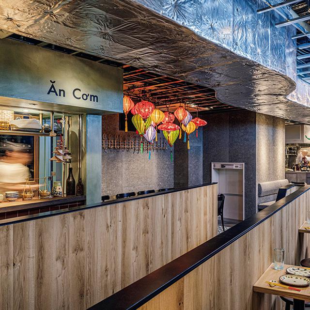 オープンカウンターの店が中心。アペリティフから食事、バーとホッピングも気軽に