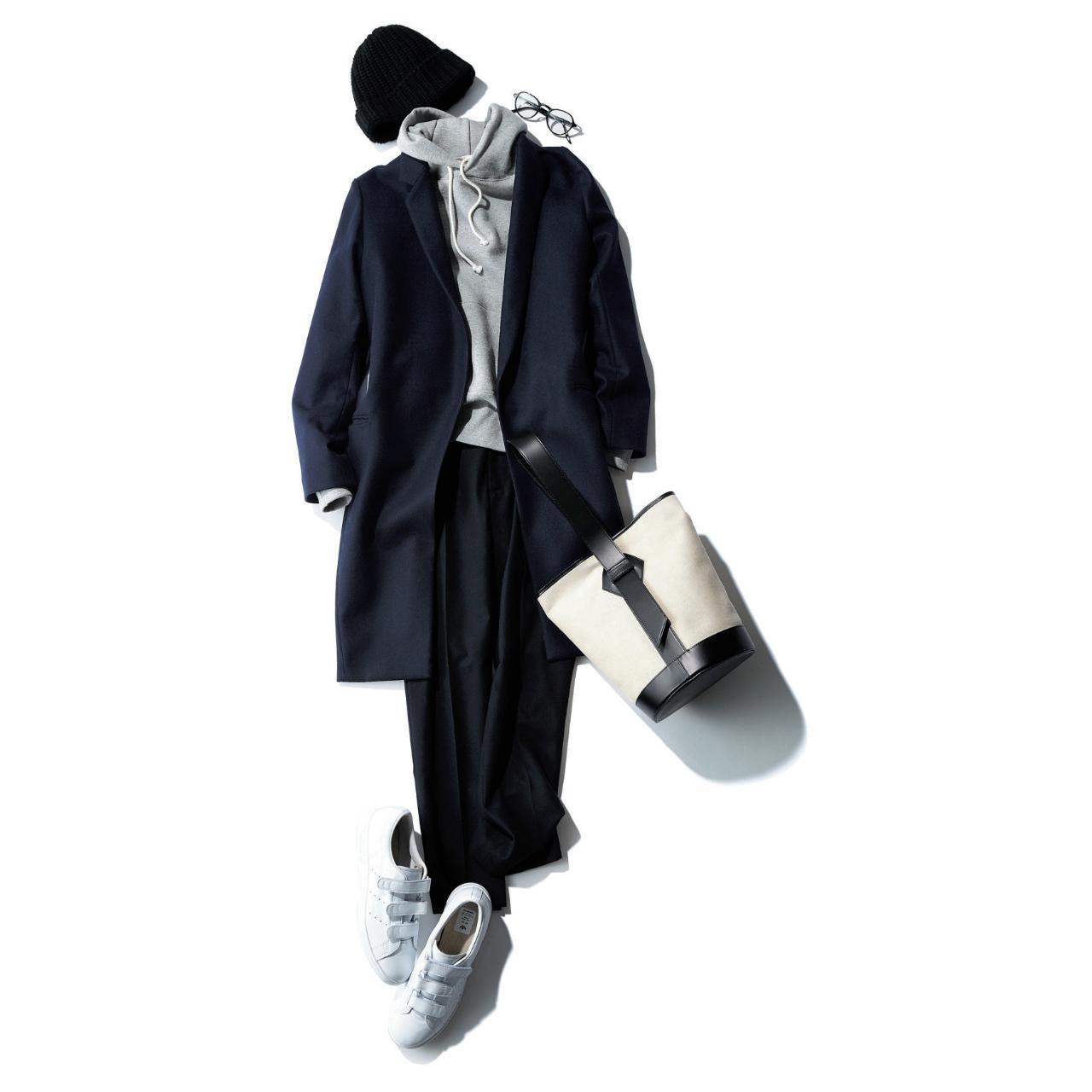 パーカ×黒パンツのファッションコーデ