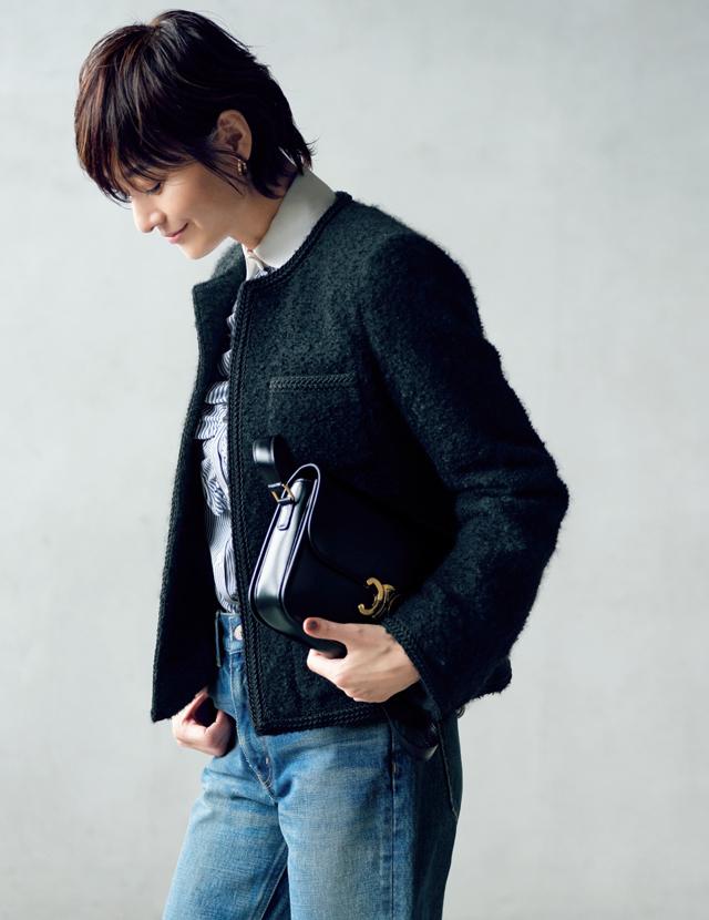 ブークレツイード素材のジャケットコーデの富岡佳子