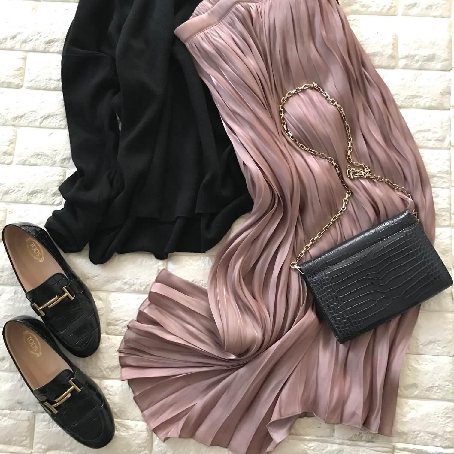 AZUL BY MOUSSYのグロッシーピンクスカート