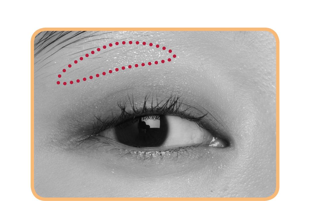 キラキラアイシャドウは、入れる場所で印象激変! 涙袋、目頭、目尻…5つのテクを伝授!_1_6-2