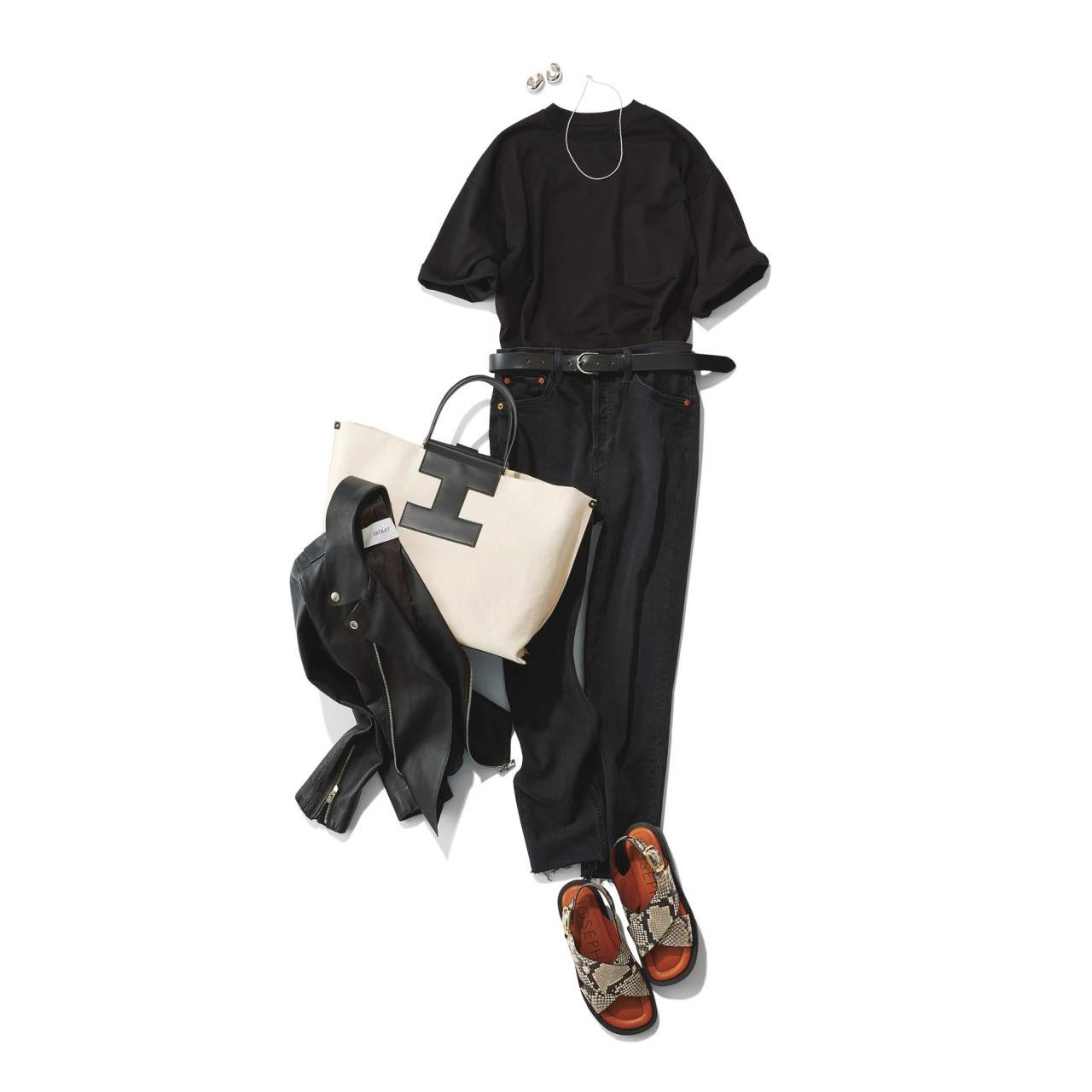 ■黒Tシャツ×黒デニム×レザージャケットのモノトーンコーデ