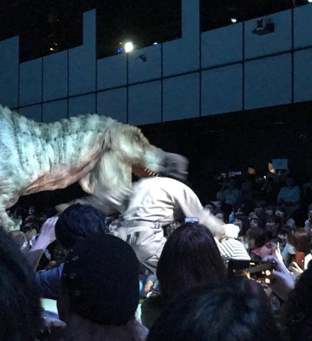 渋谷の中心でティラノサウルスに襲われる_1_9