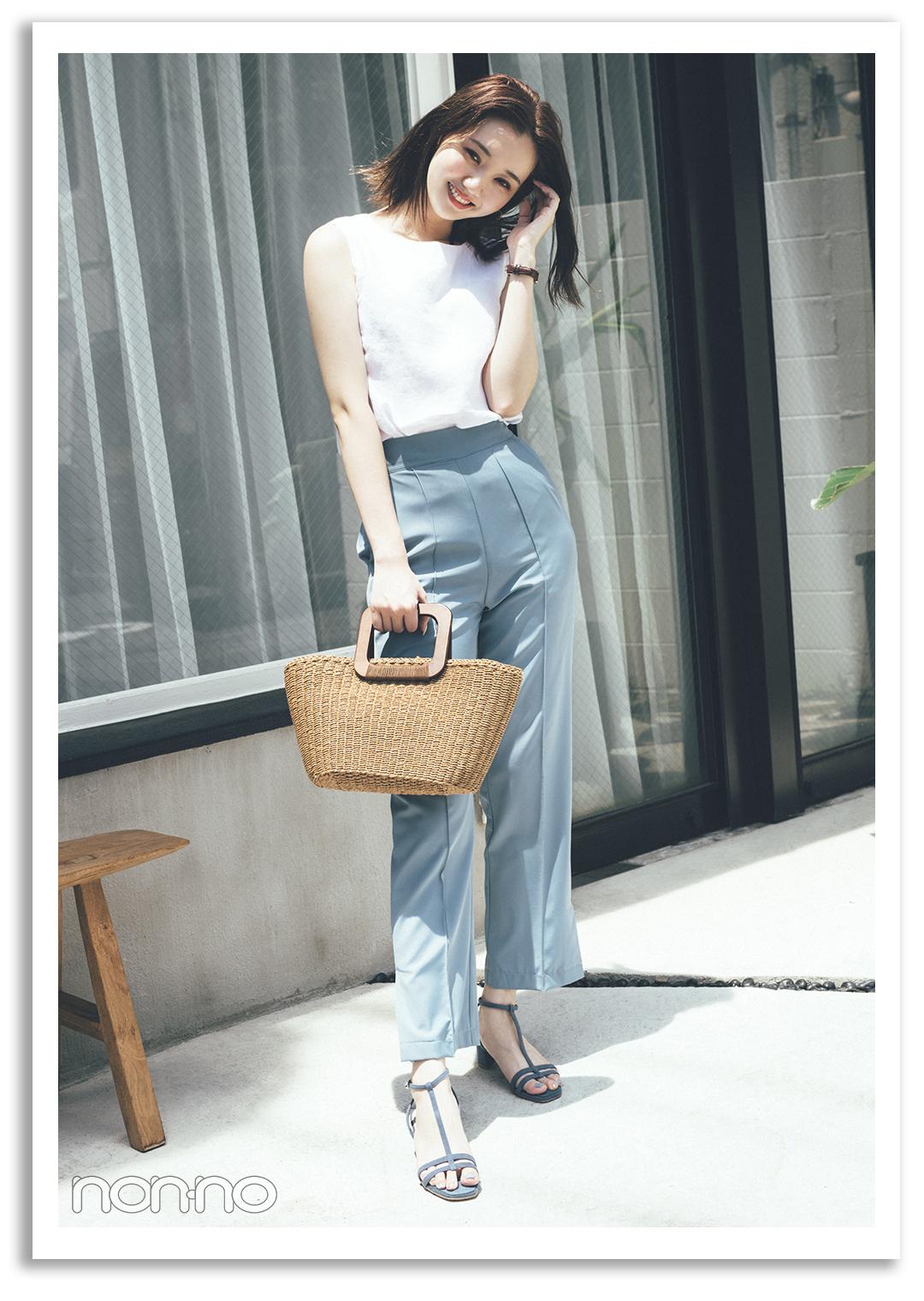 PATTERN1) 白トップス×水色パンツで 清涼感抜群なきれいめカジュアル 江野沢愛美