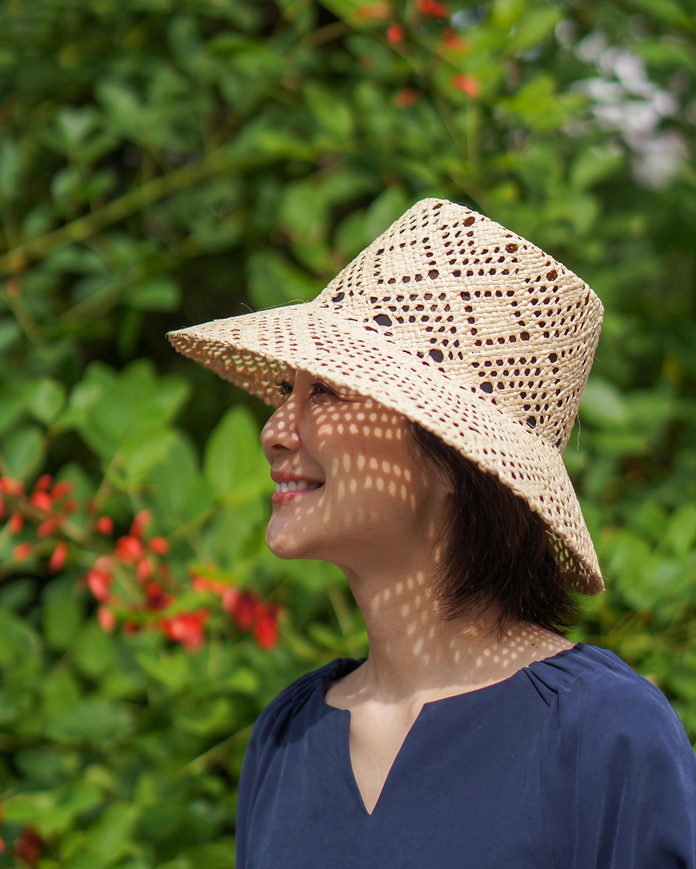 「La maison de lyllis」のラフィア帽。