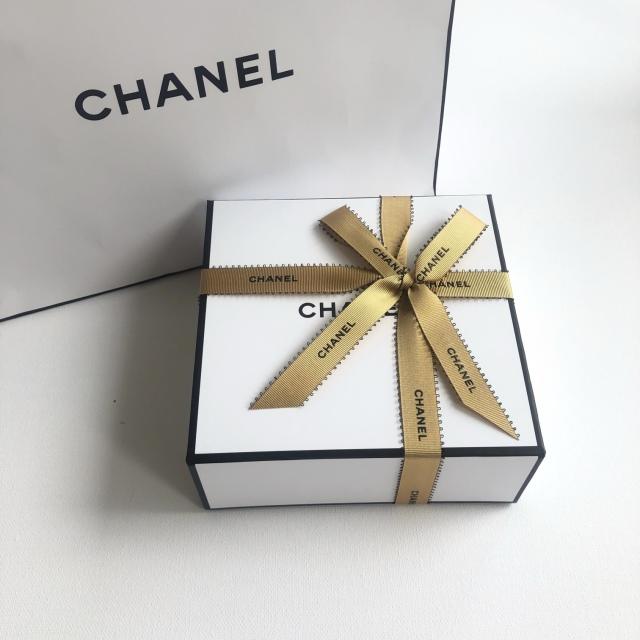 心躍るパッケージの素敵なCHANELのプレゼント_1_2-1
