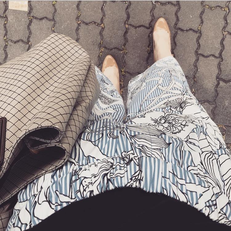 リアル通勤コーデ。月末でバタバタしそうな水曜日は花柄パンツで涼しげに!_1_2