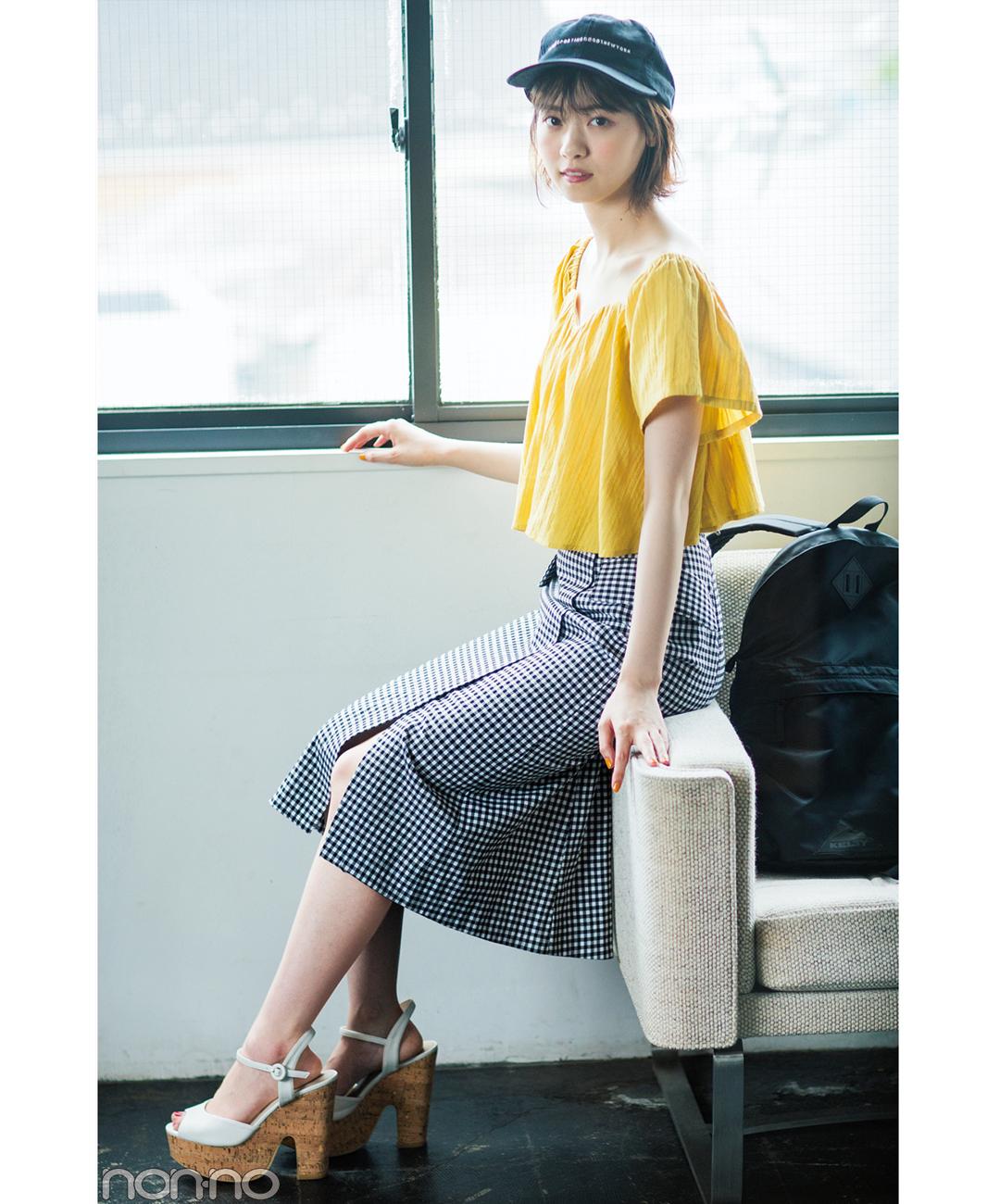 【夏のロングスカートコーデ】西野七瀬は、ギンガムチェックに小物を添えてやんちゃ感をプラス!